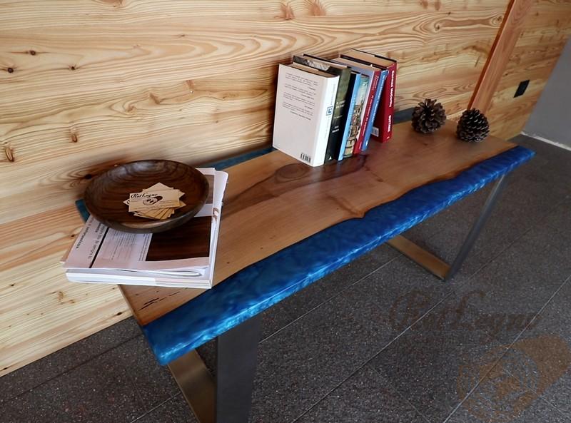 tavolino noce nostrano con resina epossidica
