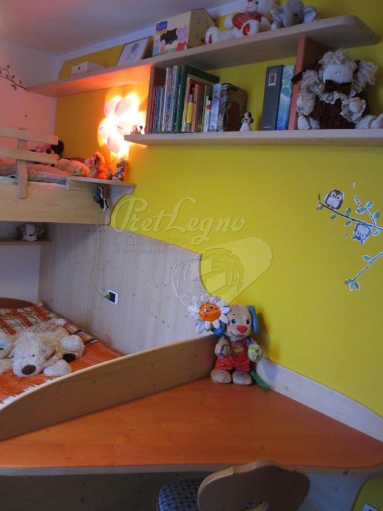 camera bimbi in abete naturale cerato_scrivania