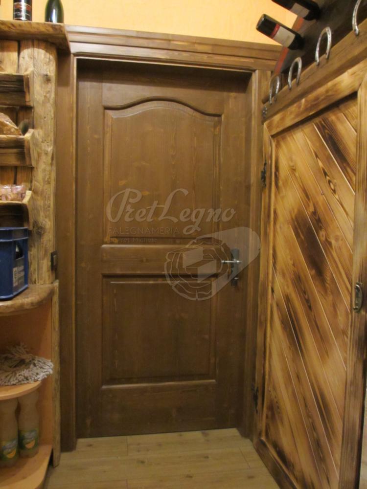 porta rustica in abete tinto noce