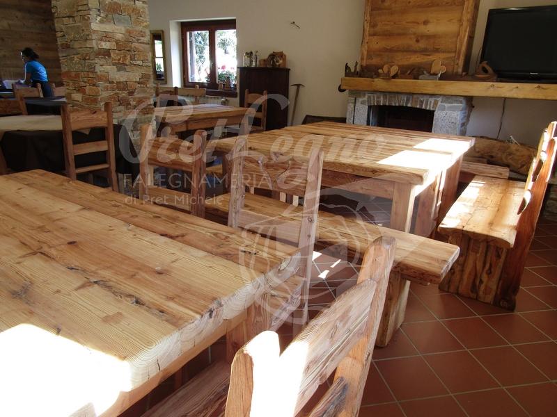 tavoli panche e sedie in larice antico spazzolato 1